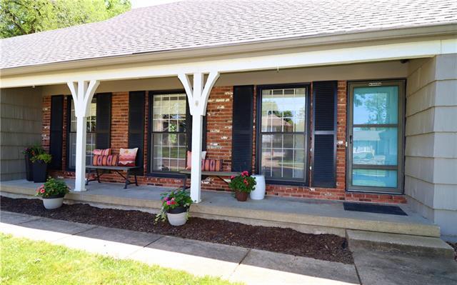 9533 Glenwood Street Property Photo