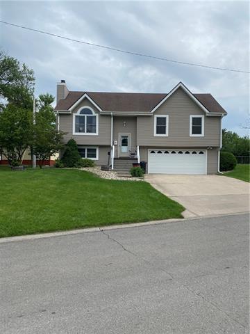 804 E 4th Street E Property Photo 2