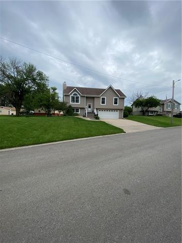 804 E 4th Street E Property Photo 3