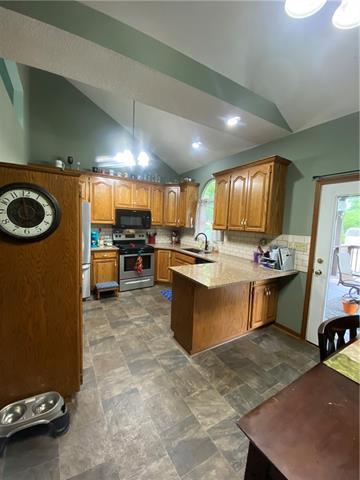 804 E 4th Street E Property Photo 4