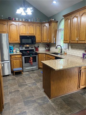 804 E 4th Street E Property Photo 5