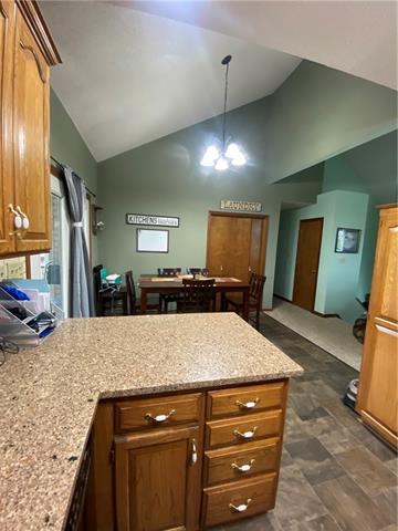 804 E 4th Street E Property Photo 6