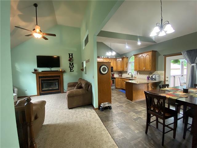 804 E 4th Street E Property Photo 8