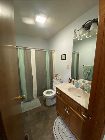 804 E 4th Street E Property Photo 9