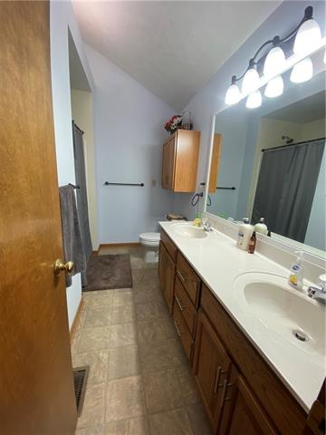 804 E 4th Street E Property Photo 13