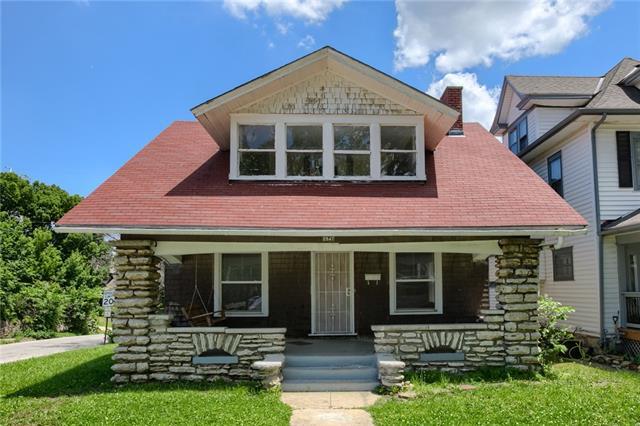 2847 Parkwood Boulevard Property Photo 1