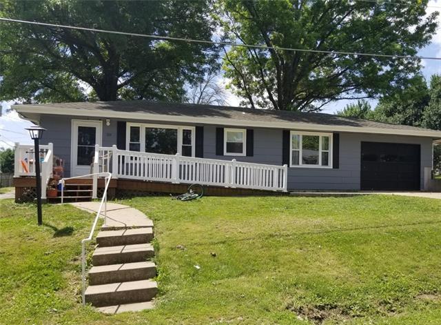 221 E Chestnut Street Property Photo