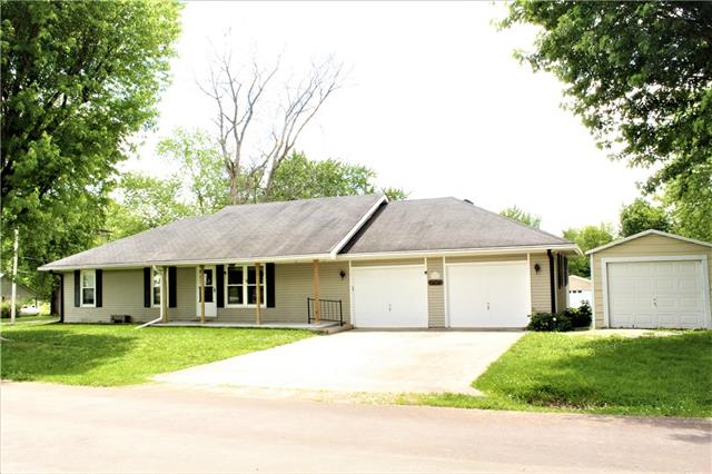 301 W 6th Street Property Photo 1
