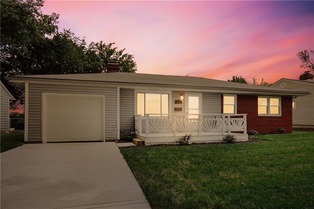 5121 N Cypress Avenue Property Photo 1