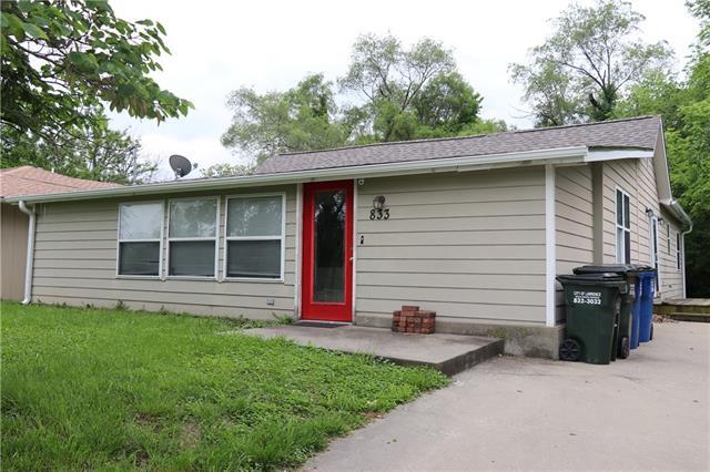 833 E 11 Street Property Photo