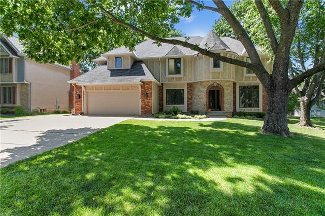 114 Woodland Drive W Property Photo