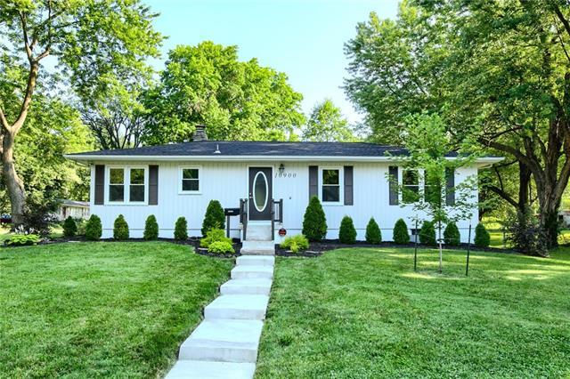 10900 E 62nd Terrace Property Photo 1