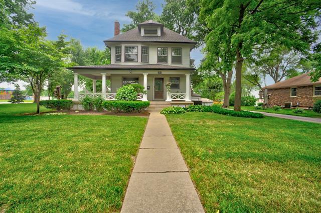 100 Ne Douglas Street Property Photo