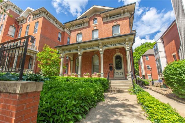 1070 Washington Street Property Photo 1