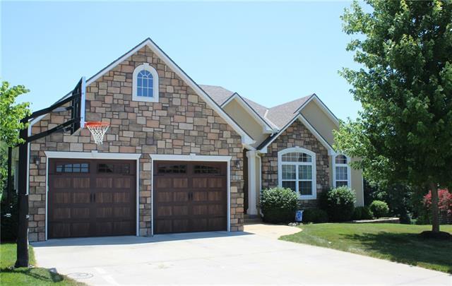 631 Oakmont Drive Property Photo 1