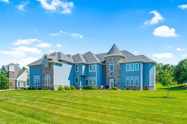4704 S Lakewood Drive Property Photo 1
