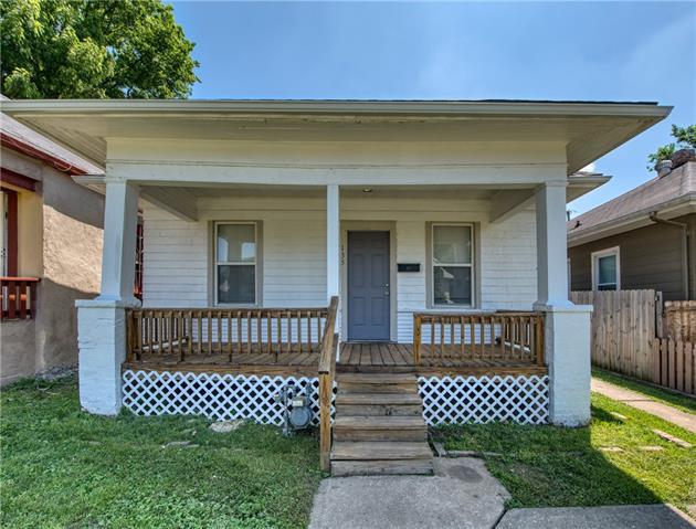 135 N Oakley Avenue Property Photo