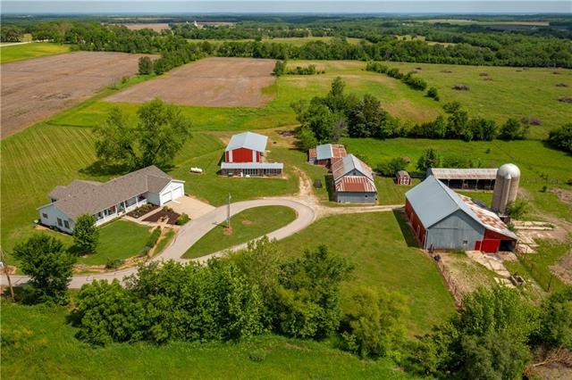 526 E 800 Road Property Photo 1