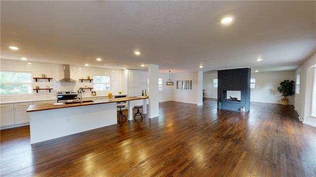 204 W Country Lane Property Photo