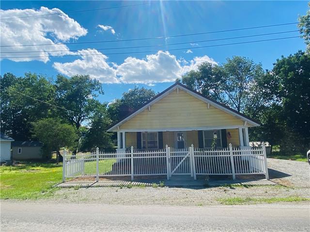 N 404 Locust Street Property Photo