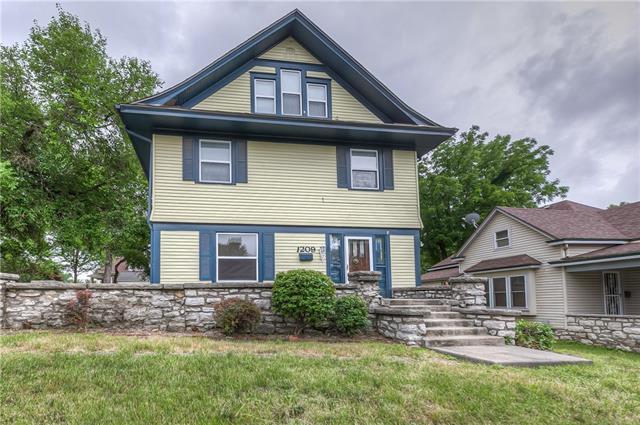 1209 W Walnut Street Property Photo