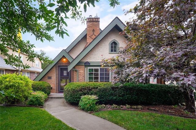 6641 Oak Street Property Photo