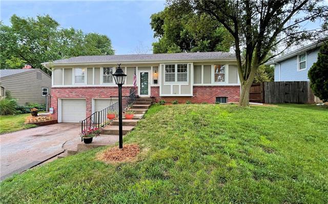 8820 W 83rd Street Property Photo