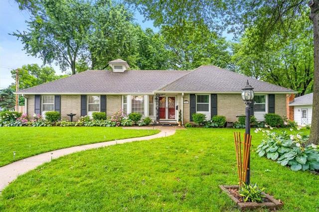 7501 Crescent Drive Property Photo 1