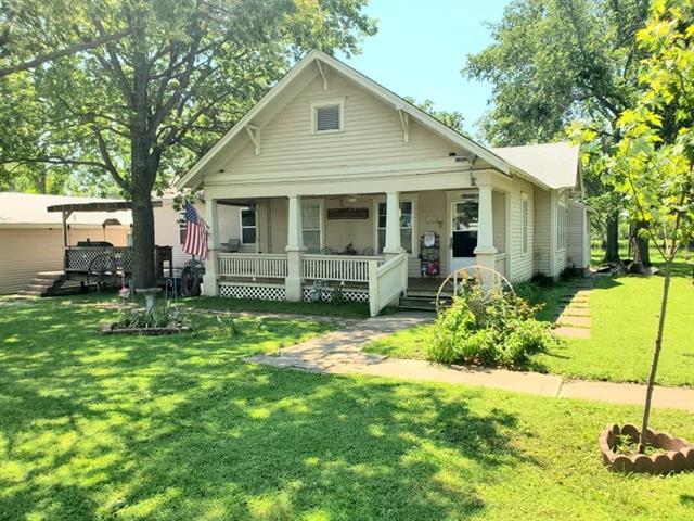 705 E Kansas Avenue Property Photo
