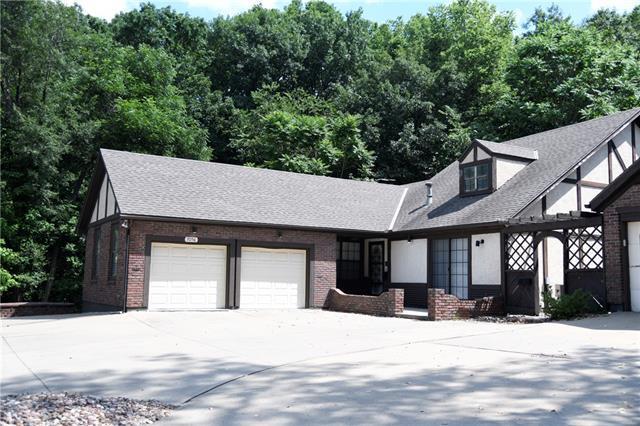 7056 Lakeshore Drive Property Photo 1