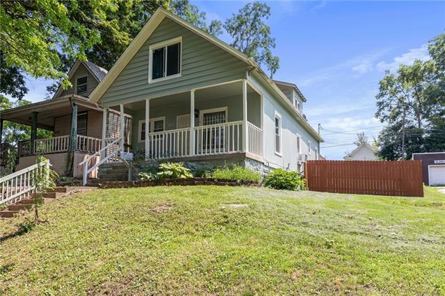 6231 E 9th Street Property Photo