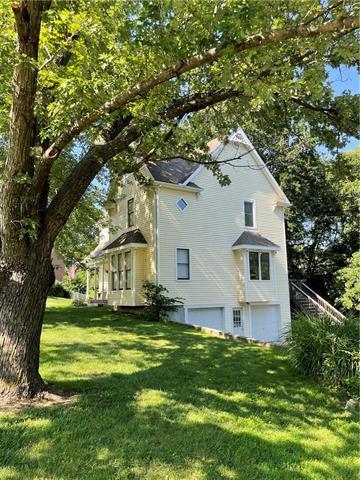 605 Darrow Street Property Photo 1