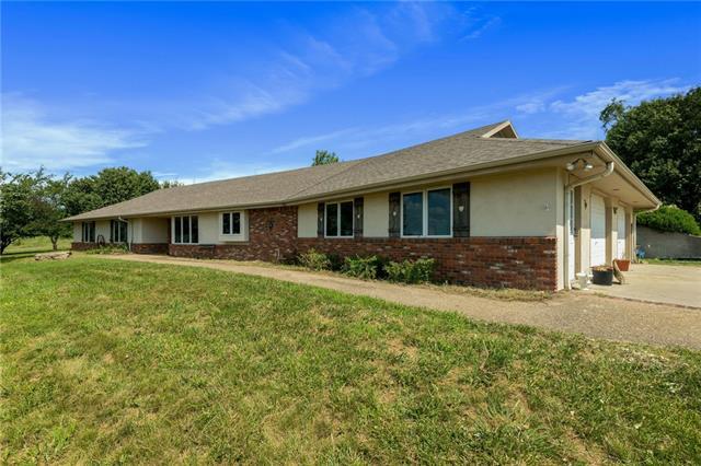1058 E 932nd Road Property Photo