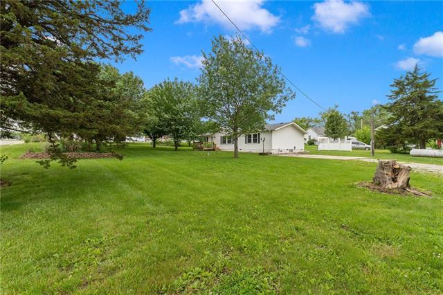 611 W School Street Property Photo