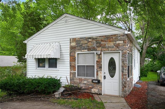 2415 S Overton Avenue Property Photo