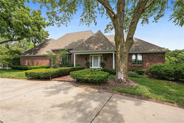 64098 Real Estate Listings Main Image