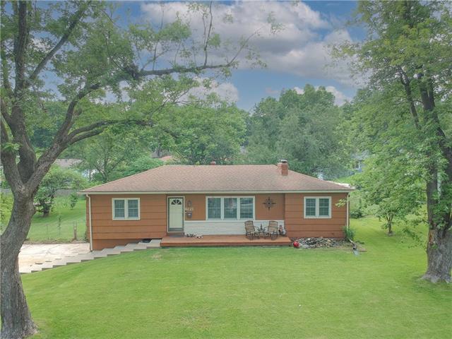 6121 Laurel Avenue Property Photo