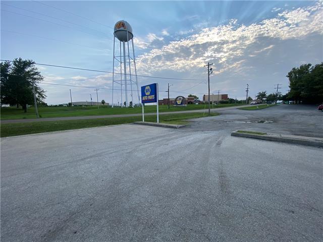 217 S 169 Highway Property Photo 4