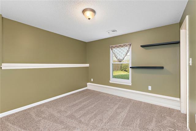 N 435 Queen Ridge Avenue Property Photo 13