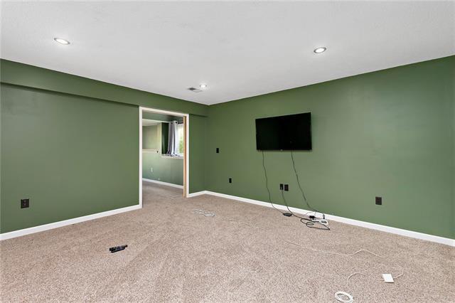 N 435 Queen Ridge Avenue Property Photo 17