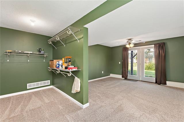 N 435 Queen Ridge Avenue Property Photo 18