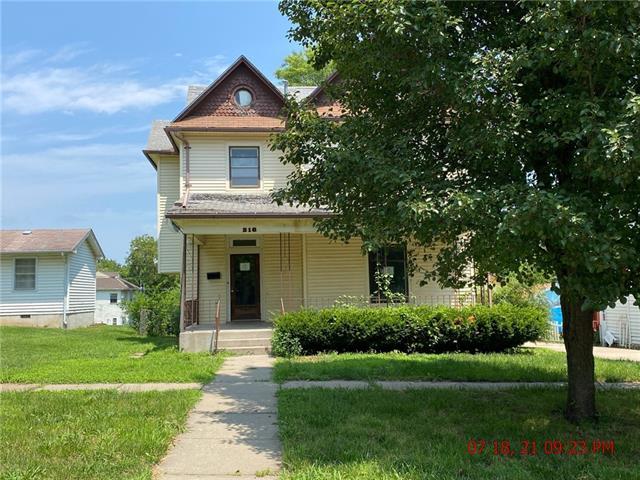 216 E 10th Street Property Photo