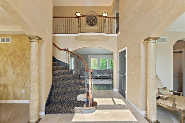 728 Winterwalk Lane Property Photo 10