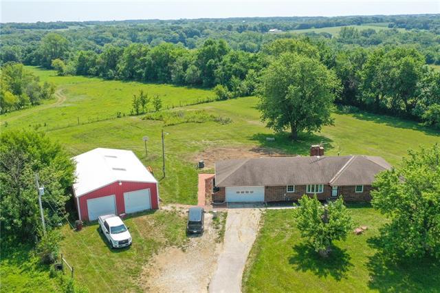 2421 Ne A Highway Property Photo