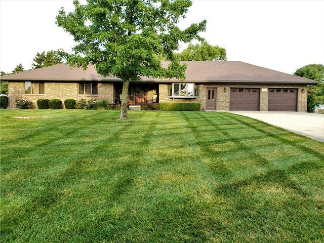33 Lakeview Drive Property Photo