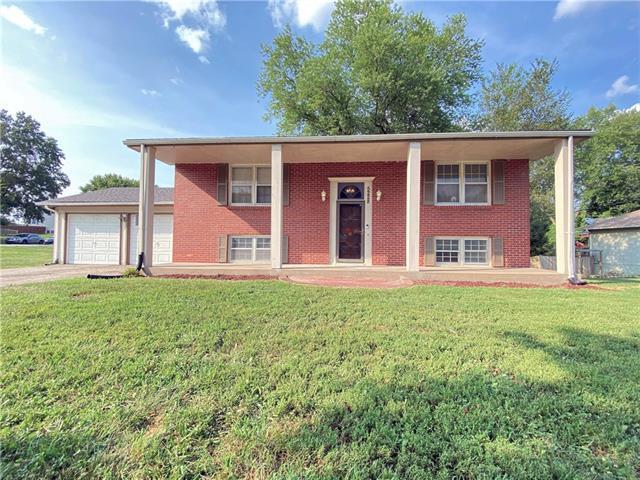 5228 Lakewood Street Property Photo
