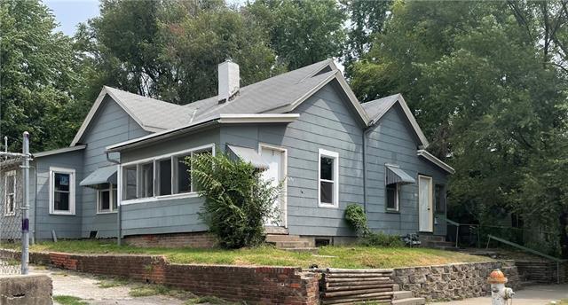 1717 Center Street Property Photo