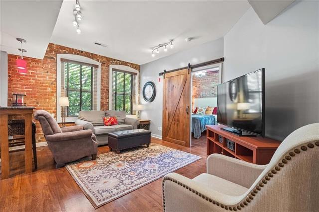 200 E 43rd Street Property Photo 2