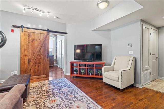 200 E 43rd Street Property Photo 3