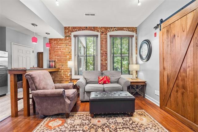 200 E 43rd Street Property Photo 5